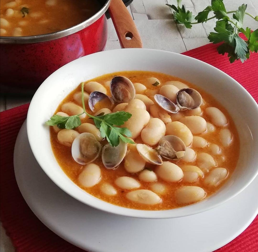 白いんげん豆とあさりの煮込み