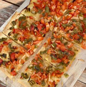 スペイン風ピザのコカ